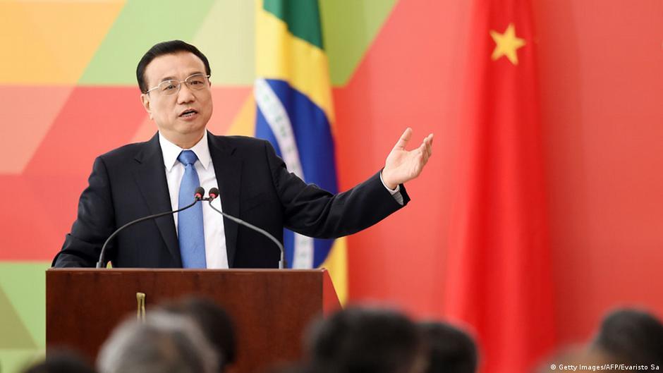 Brasil e China fecham acordos de US$ 53 bilhões e ajuda à Petrobras | DW | 19.05.2015