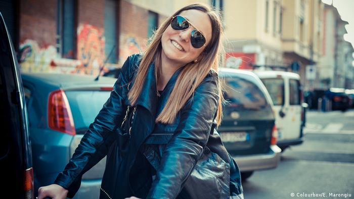 Symbolbild glückliche junge Frau (Colourbox/E. Marongiu)