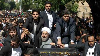 روحانی میگوید با افتتاح بنیاد هنر، فرهنگ و ادب آذربایجان وعده افتتاح فرهنگستان به مردم آذربایجان جامه عمل پوشید.