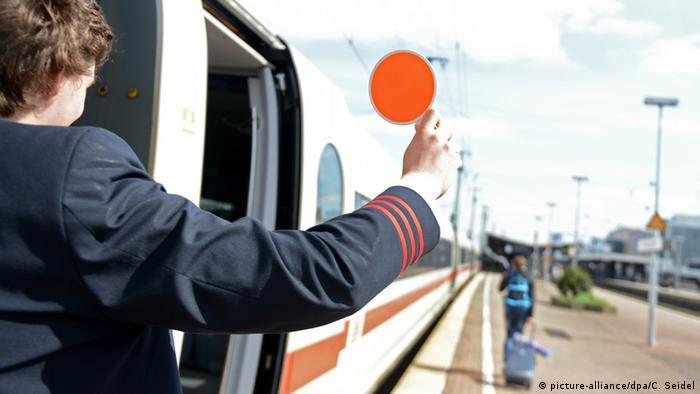 Deutsche Welle: Căi ferate sau auto