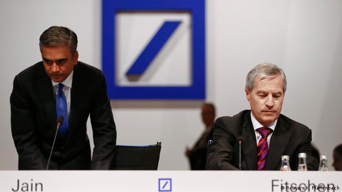 Anshu Jain şi Jürgen Fitschen la adunarea generală a acţionarilor, desfăşurată joi, 21.05
