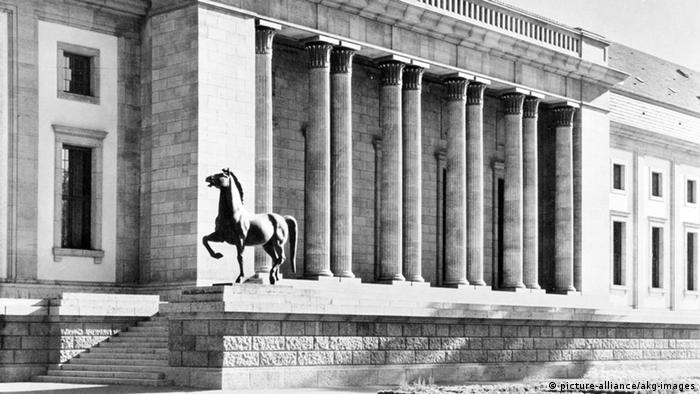 Nazi horse sculpture by Josef Thorak, pictured in 1939, Copyright: picture-alliance/akg-images