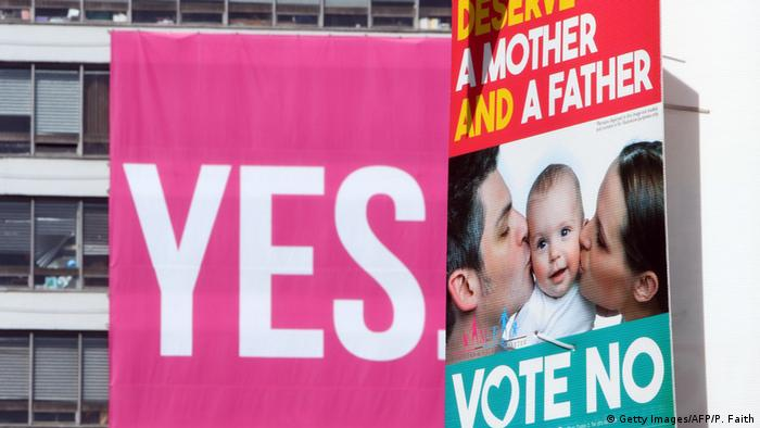 Irland Referendum zur Homo-Ehe Plakate pro contra (Foto: AFP/Getty Images)