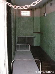 Усього в катівні було 44 тісних камери з 175 нарами