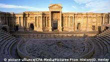 The Theatre at Palmyra dates to the 1st century CE. Palmyra was an ancient city in Syria. It was an important city in central Syria, located in an oasis 215 km northeast of Damascus and 180 km southwest of the Euphrates at Deir ez-Zor. It had long been a vital caravan city for travellers crossing the Syrian desert and was known as the Bride of the Desert. The earliest documented reference to the city by its Semitic name Tadmor, Tadmur or Tudmur (which means the town that repels in Amorite and the indomitable town in Aramaic) is recorded in Babylonian tablets found in Mari. Keine Weitergabe an Drittverwerter.