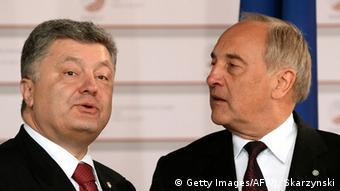 Президенты Украины (слева) и Латвии на саммите в Риге