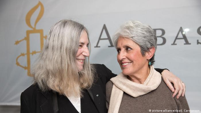 Berlin Ambassador of Conscience Award 2015 Patti Smith und Joan Baez