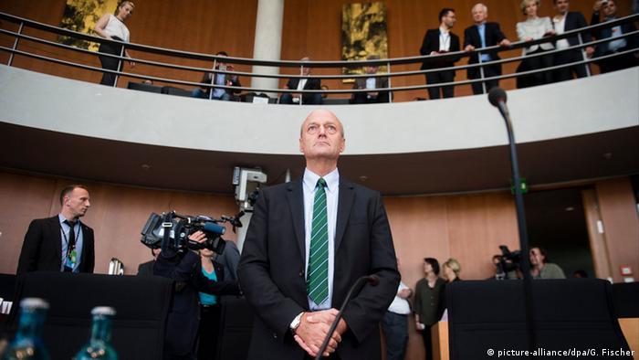 Președintele BND Schindler în mai 2015, în fața comisiei de anchetă a scandalului NSA în Bundestag
