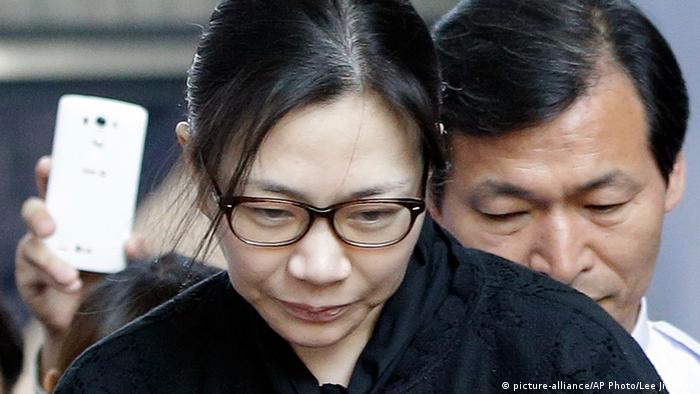 Cho Hyun-ah leaves the Seoul High Court (picture-alliance/AP Photo/Lee Jin-man)