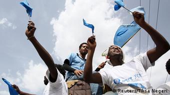 Äthiopien vor der Wahl Blaue Partei Anhänger in Addis Abeba