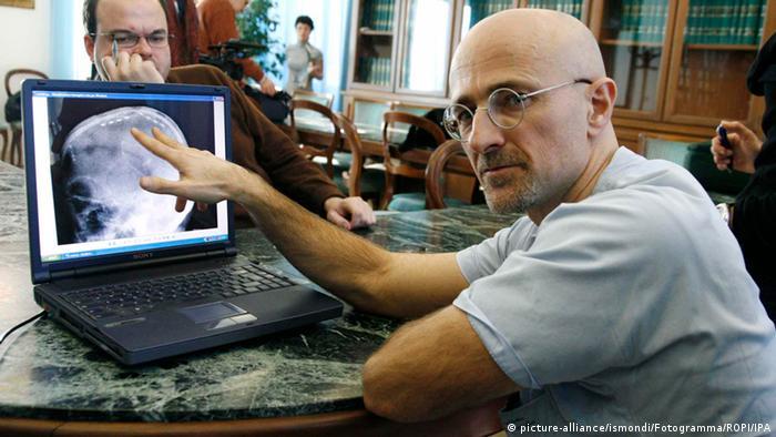 Italien Chirurg Sergio Canavero (picture-alliance/ismondi/Fotogramma/ROPI/IPA)