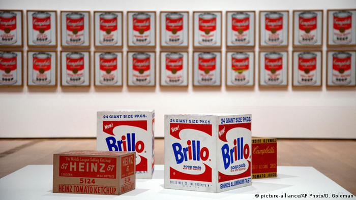 Andy Warhol Campbell's Soup Cans, Brillo Pads and Heinz Ketchup (picture-alliance/AP Photo/D. Goldman)
