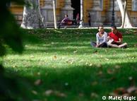 Zašto Zagrepčani ne leže na travi?