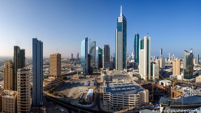 Kuwait City Skykine Wirtschaft Business Finanzsektor Architektur Wolkenkratzer (picture alliance/Robert Harding)