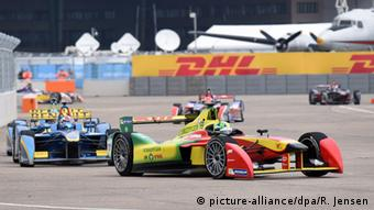 Racing cars at the 2015 Formula E at Tempelhofer Feld in Berlin, Copyright: Rainer Jensen/dpa
