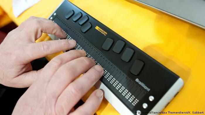 Компьютерная клавиатура для слепых людей