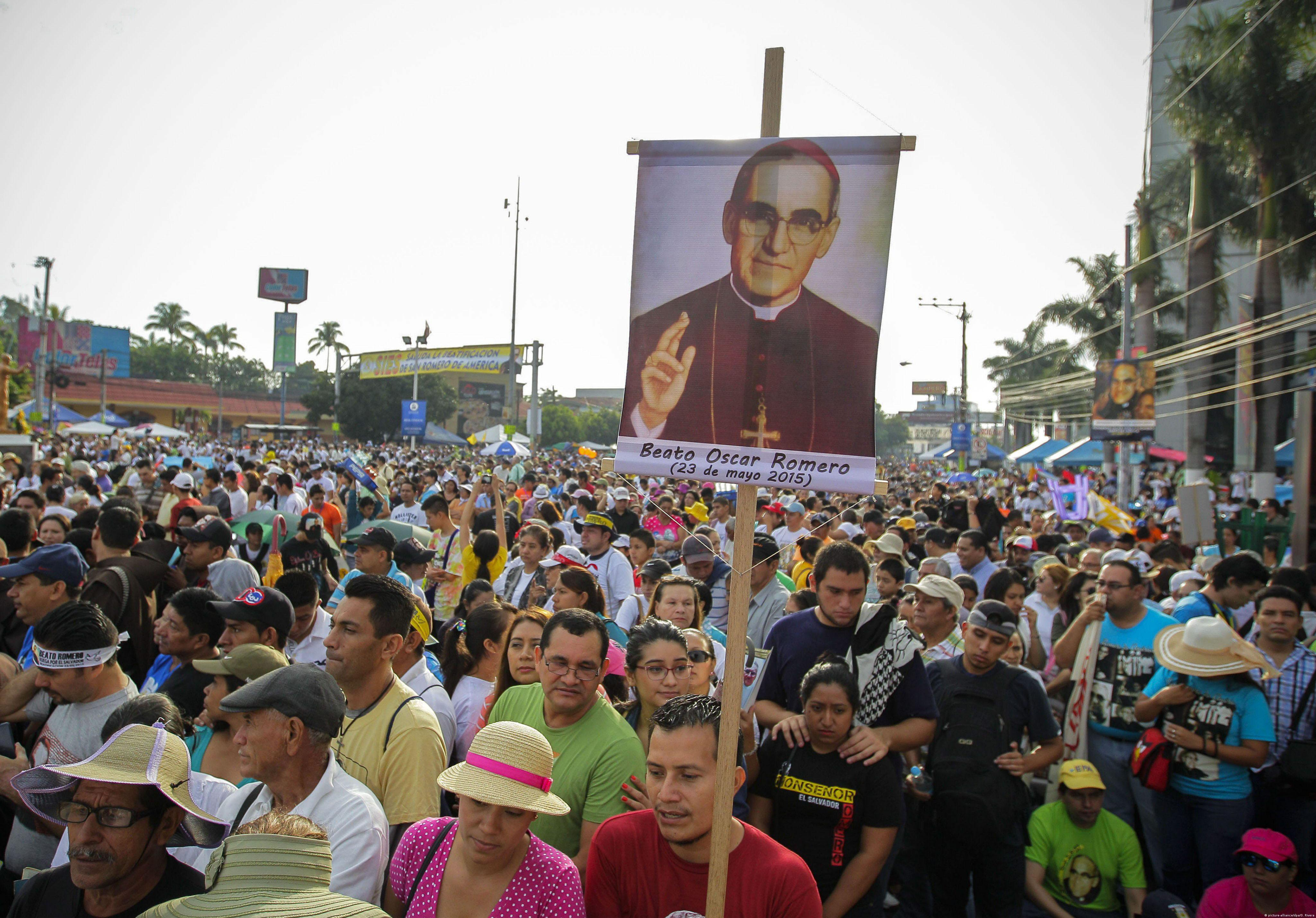 Beatification of voice of the voiceless romero draws hundreds of worshipers held signs and wore t shirts bearing romeros likeness and well known quotations sciox Gallery