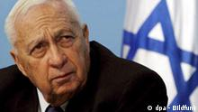 Picture dated 16 November 2005 of Israeli Prime Minister Ariel Sharon looking up towards a presentation given in his Jerusalem offices on plans to develop the Negev Desert. Israeli Premier Ariel Sharon suffered a significant stroke late Wednesday, 04 January 2006, and was rushed to surgery for treatment for massive bleeding in his brain. The 77-year-old premier had been taken by ambulance to hospital in Jerusalem from his home in southern Israel after complaining that he was feeling unwell. Sharon was reportedly fully conscious and sitting up on a stretcher as he was wheeled into the hospital at around 11 p.m. local time (2100 GMT), and his condition apparently deteriorated dramatically. EPA/JIM HOLLANDER +++(c) dpa - Bildfunk+++