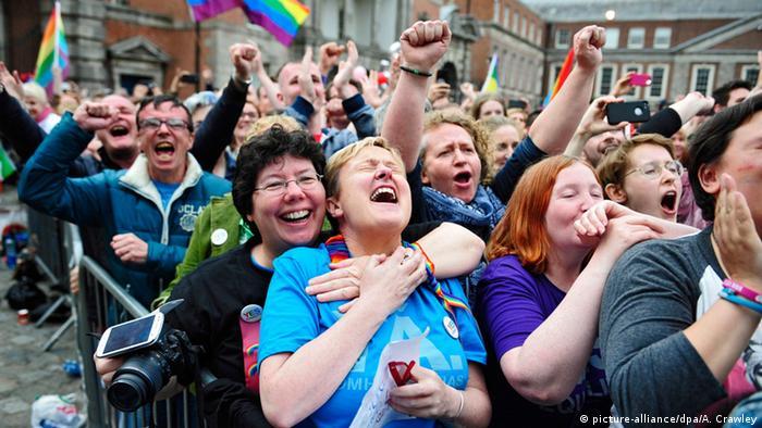 Zagovornici legalizacije istospolnih brakova slave rezultat referenduma u Irskoj