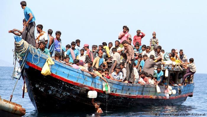 Rohingya migrants flee persecution in Myanmar