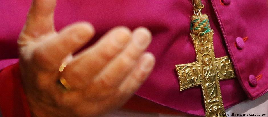Επίσκεψη Πάπα υπό τη σκιά σκανδάλων