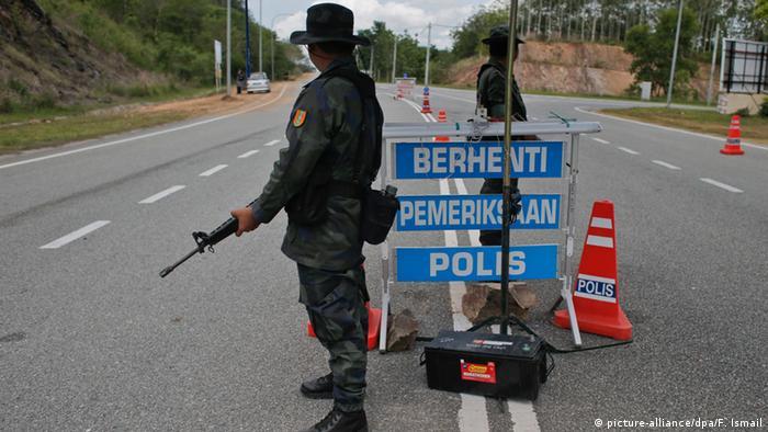 Malaysia Massengrab von Rohingya Flüchtlingen entdeckt (picture-alliance/dpa/F. Ismail)