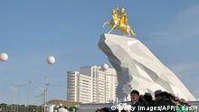 Turkmenistan Denkmal Präsident Gurbanguli Berdimuchamedow