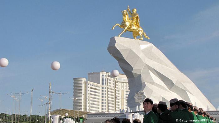 Turkmenistan Denkmal Präsident Gurbanguli Berdimuchamedow (Getty Images/AFP/I. sasin)