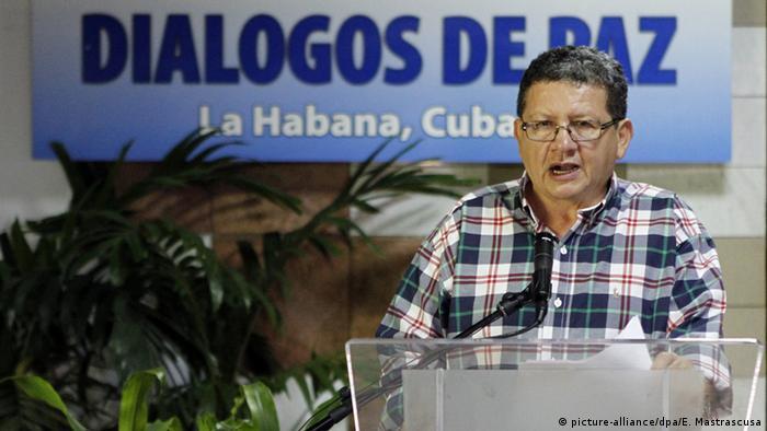 FARC-Vertreter Pablo Catatumbo bei einer Pressekonferenz in Havanna (Foto: DPA)