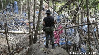 Les autorités thaïlandaises ont découvert un camp abandonné par des passeurs avec une fosse commune en pleine jungle