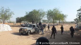 Des éléments d'un bataillon d'intervention rapide du Cameroun en patrouille dans la ville de Fotokol (Archives-02.03.2015)
