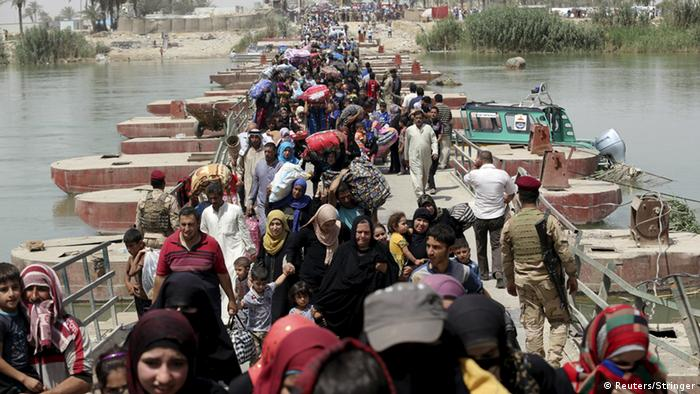Ramadi residents flee