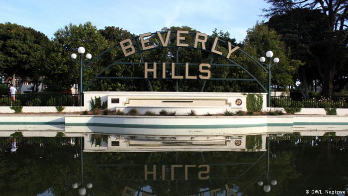 Beverly Hills sign reflected in pond (Photo: DW, Lena Nozizwe)