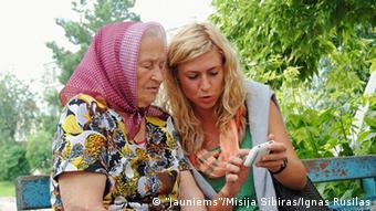 Бывшая ссыльная Бируте Камараускене и участница проекта Миссия Сибирь Неринга Алексоните