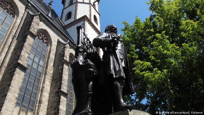 Deutschland Bildergalerie 1000 Jahre Leipzig Bach Statue (picture-alliance/dpa/J. Kalaene)