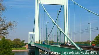 Deutschland Mühlheimer Brücke in Köln
