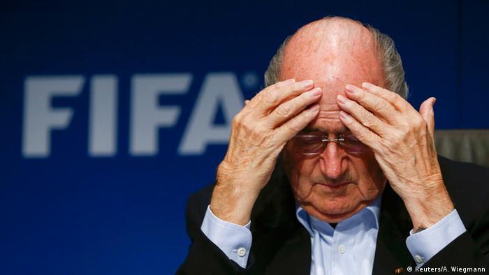 FIFA Sepp Blatter Korruption Ermittlungen Verhaftungen Symbolbild