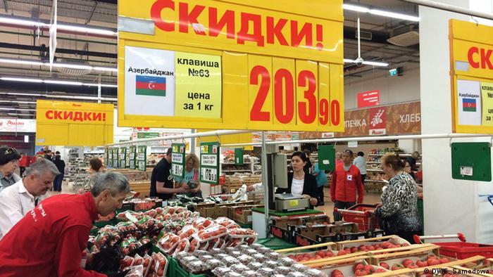 Lebensmittel aus Aserbaidschan in einem Geschäft in Moskau