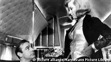 Honor Blackman und Sean Connery im James Bond-Film Goldfinger 1964