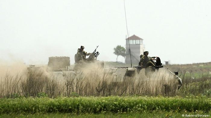 Российская бронетехника на границе с Украиной (фото из архива)