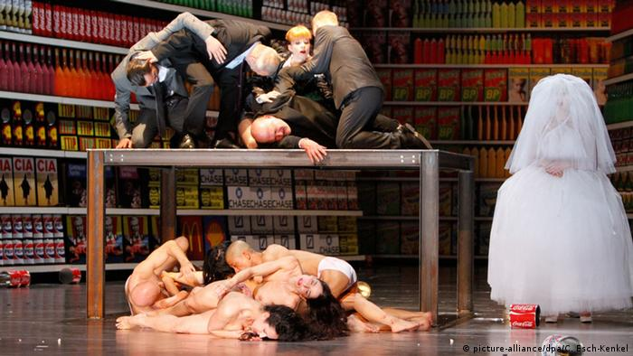 Theatre premiere of The 120 Days of Sodom. Copyright: Jörg Carstensen/dpa.