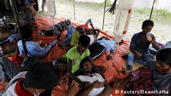 Les migrants rohingyas qui arrivent jusqu'en Indonésie atterrissent dans des camps de réfugiés où les conditions de vie sont difficiles