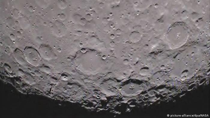 Bild von der Rückseite des Mondes (picture-alliance/dpa/NASA)
