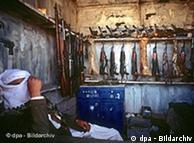 Mercado ilegal de armas en Yemen.