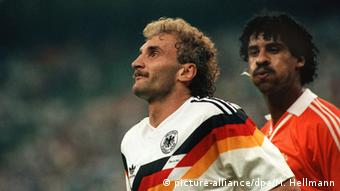 Frank Rijkaard and Rudi Völler, Copyright: picture-alliance/dpa/M. Hellmann