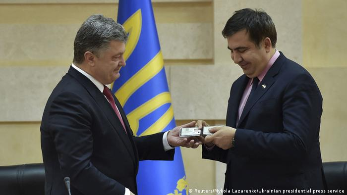 Petro Poroshenko (L) hands over an identification card to former Georgian President Mikheil Saakashvili identifying him as a governor of Odessa region, during his introduction at the regional state administration in Odessa, Ukraine, May 29, 2015 (Photo: REUTERS/Ukrainian Presidential Press Service/Mykola Lazarenko/Handout via Reuters)