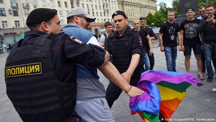 Homosexuellen-Aktivisten und Störer in Moskau festgenommen