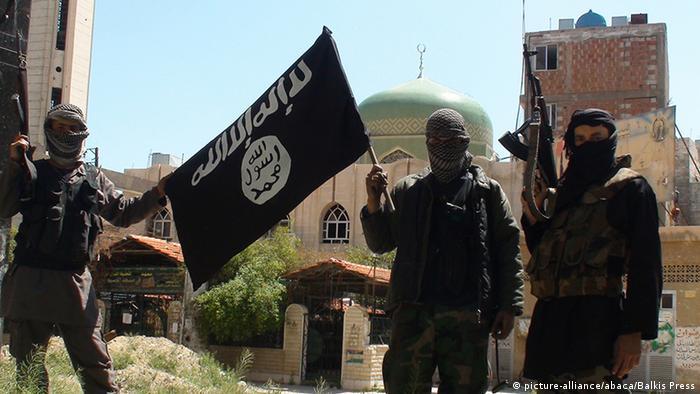 Combatentes do Estado Islâmico em um campo de treinamento na Síria