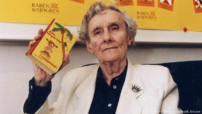 Schwedin Astrid Lindgren mit Pippi Langstrumpf Buch Pippi in Taka-Tuka-Land