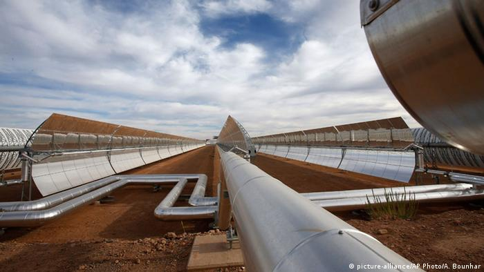 Construction of Morocco's Noor I solar power plant (c) AP Photo/Abdeljalil Bounhar